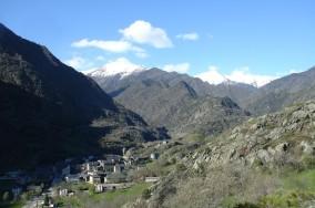Vista d'Alins des de l'ermita de Sant Quirze